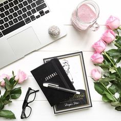 """1,252 tykkäystä, 58 kommenttia - • J O D I • Flowers & Flatlays (@jodianne_) Instagramissa: """"• Today's desk situation •  Trying to be healthy again... I'm loving Berry Smoothies and choc…"""""""