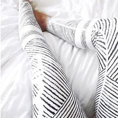 Black + white yoga pants.