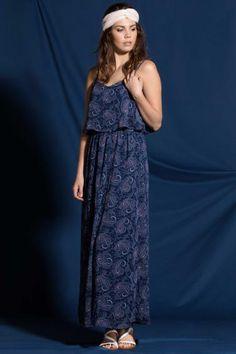 Uzun modeli ve desenli kumaşı ile trend bir görünümü olan, şık ve güzel giyinmeyi seven bayanlar için tasarlanmış DeFacto elbise.