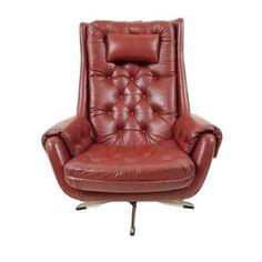 Prachtige leren fauteuil, in geleefde staat (craquelé bij de armleuningen)