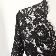 An interesting and useful post on working with lace, particularly how to invisibly mark seam allowances and sew presentable seams.