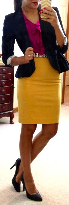 I love how many looks she does with this yellow H&M pencil skirt! A must buy!  ♡