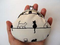 Coin purse Clasp purse Kiss lock coin purse by LuckyCatHandmade, €12.00