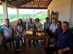 Produtores de queijo da canastra recebem visita http://www.passosmgonline.com/index.php/2014-01-22-23-07-47/regiao/9795-produtores-de-queijo-da-canastra-recebem-visita