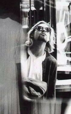 Really like this pic  Nothing to say more to this R.I.P KURT ♥