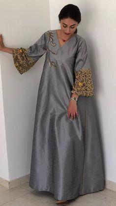 Abaya Style 361202832612811732 - Dress ideas Source by farahcheriet African Maxi Dresses, African Attire, African Wear, Moslem Fashion, Arab Fashion, Mode Abaya, Muslim Dress, Classy Outfits, Designer Dresses