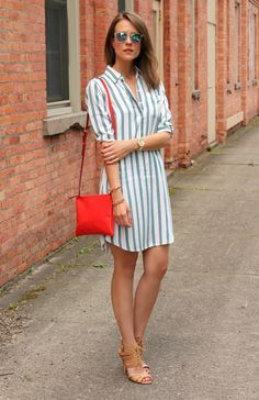 Summer season is filled with lots of Style and Fashion outfits. Check out 25 Best Way to Wear Stripe Outfits this Season and Flaunt the Best Style side. Striped Dress Outfit, Dress Outfits, Simple Dresses, Casual Dresses, Frack, Womens Fashion Casual Summer, Professional Dresses, Fashion Over 40, Women's Fashion Dresses