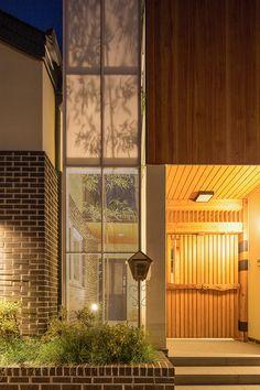 3대가 함께 살아가는 집   1boon Tiny House, Facade, Building A House, Doors, Interior, Outdoor Decor, Entrance, Concept, Design