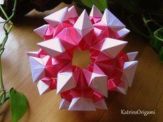Schwierigkeit ♥♥♥♡♡ Dieser hübsche Kusudama ist ein Design von Uniya Filonova Thank you so for permission :-)) Gefaltet werden die Module in 1 : 2 Dimension ...
