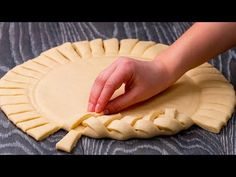 I like to play with the dough, but something special came out this time Tasty tv Easy Baking Recipes, Cooking Recipes, Pie Crust Designs, Bread Shaping, Food Garnishes, Tasty, Yummy Food, Food Platters, Food Decoration