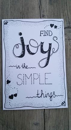 Find joy in the simple things.🖤 Find joy in the simple things. Calligraphy Quotes Doodles, Doodle Quotes, Calligraphy Drawing, Hand Lettering Quotes, Creative Lettering, Calligraphy Letters, Doodle Art, Art Quotes, Simple Lettering