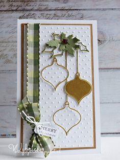 Kerstkaart nr 28 en nog een paar weken te gaan.... Weer een kaart met kraft en wit gecombineerd met groen en goud. De kerstballen zijn uit g...