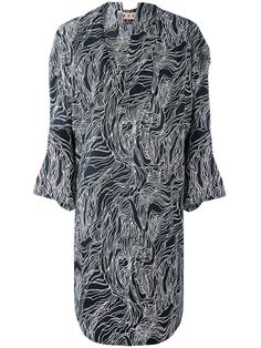 ¡Consigue este tipo de vestido informal de MARNI ahora! Haz clic para ver los detalles. Envíos gratis a toda España. Marni - Beardsley Print Draped Dress - Women - Cotton - 40: Founded by Consuelo Castiglioni in 1994 as with a European bohemian aesthetic. Current designer Francesco Risso keeps the quirky vibe of Marni alive. The brand is known for clean lines, off-beat flair and graphic prints that are full of timeless elegance. Black and white cotton Beardsley print draped dress from…