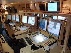 https://www.quora.com/What-is-it-like-inside-the-bridge-CIC-Command-Centre-of-a-modern-warship