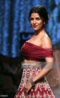 Indian Bollywood actress Nimrat Kaur showcases a creation by designer Divya Sheth at Lakmé Fashion Week Summer Resort 2017 on february 3, 2017. / AFP / Sujit JAISWAL Nimrat Kaur Photographs MADHUBANI PAINTING (BIHAR)  PHOTO GALLERY  | I.PINIMG.COM  #EDUCRATSWEB 2020-05-31 i.pinimg.com https://i.pinimg.com/236x/aa/18/50/aa1850c02b5ceeb9bb140076cd3a78f7.jpg
