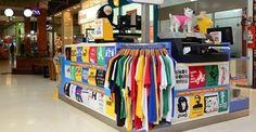 Camisetas da Hora, maior rede de e-commerces : A Camisetas da Hora, maior rede de e-commerces do segmento no Brasil, inicia o segundo trimestre de 2014 com um novo plano de negócios. Este modelo, baseado em franquias físicas, vem sendo pensado desde o final do ano passado e promete dar mais suporte ao franqueado.  http://franquiasbaratas.ind.br/index.php/camisetas-da-hora-implanta-novo-modelo-de-negocios/ | camisetasdahora