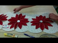 She Compares This Masterpiece To A Cathedral Window And It's That Magnificent! - DIY Joy Felt Decorations, Christmas Decorations, Holiday Decor, Christmas Crafts, Christmas Tree, Christmas Ornaments, Gif Navidad, Navidad Diy, Cathedral Windows