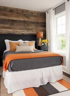 Wall of wood An accent wall of reclaimed floor boards softens this modern room and gives it cabin style. The rug, wall color, pillows, and bedding go perfectly with the color of the wood and keep the room feeling crisp and clean. Gray Bedroom, Master Bedroom Design, Bedroom Colors, Home Decor Bedroom, Modern Bedroom, Bedroom Ideas, Blue Orange Bedrooms, Orange Boys Rooms, Black Rooms