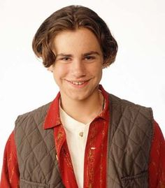 Boy Meets World - Girl Meets World / Rider Strong as Shawn Hunter Boy Meets World Cast, Boy Meets World Shawn, Girl Meets World, Happy Birthday Shawn, Cory And Shawn, Cory Matthews, Rider Strong, 90s Hairstyles, Pretty People