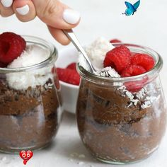 Chocolate Chia Pudding Tatlı<br> Chocolate Chia Pudding is a healthy dessert made with chia seeds, milk, cocoa powder and maple syrup. It's a sweet, chocolatey and low-carb feel good treat! Chia Seed Recipes Vegan, Chia Recipe, Chi Seed Recipes, Recipes With Chia Seeds, Recipes With Coconut Milk, Chia Seed Recipes For Weight Loss, Fresh Recipe, Flax Seed Recipes, Blueberry Recipes