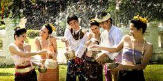 Lễ hội té nước Songkran nổi tiếng của Thái Lan.
