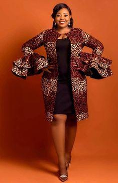 Le meilleur des capes, kimonos et ponchos en Wax Short African Dresses, Latest African Fashion Dresses, African Print Dresses, African Print Fashion, Africa Fashion, Modern African Fashion, Ankara Fashion, African Prints, African Fabric