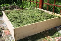 Build a Raised Garden Bed and Super-Charge Your Garden 15 raised garden bed, diy, gardening, raised Cedar Raised Garden Beds, Cedar Garden, Building A Raised Garden, Cedar Fence, Fence Slats, Raised Beds, Vegetable Garden, Container Gardening, Planer
