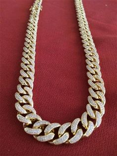 Before we start, remember, if you're looking for a great selection of the very best men's gold chains, be they stunning 10k gold chains for men, or 14k mens gold chains, or white gold and silver chains for men, just click on the links. There, now that's done we can get back to the Ultimate Guide to Men's Neck Jewelry Table of Contents Overview The Categories and our Recommendations Is neck jewelry right for you About Karus Chains and The Background to our Recommendations Overview At Karus…