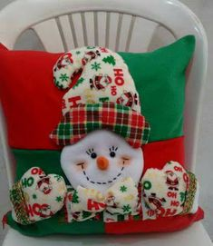 New Year's pillows - with a snowman and Santa Claus Diy Christmas Ornaments, Felt Christmas, Christmas Projects, Holiday Crafts, Christmas Stockings, Christmas Holidays, Christmas Sweaters, Christmas Decorations, Christmas Applique