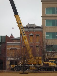 I would love to get my hands on a crane like this. I have been missing my job as a crane operator lately. I had a really good time building structures. It was really fulfilling to drive down the road, look at a building, and know that you helped make it.
