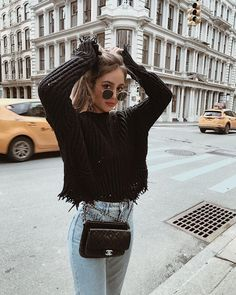 Trendy frayed black knit sweater with high waisted denim jeans. Trendy frayed black knit sweater with high waisted denim jeans. The post Trendy frayed black knit sweater with high waisted denim jeans. appeared first on Beauty Shares. Winter Outfits 2019, Cute Winter Outfits, Fall Outfits, Casual Outfits, Casual Wear, Insta Outfits, Date Outfit Casual, Winter Dresses, High Waisted Denim Jeans