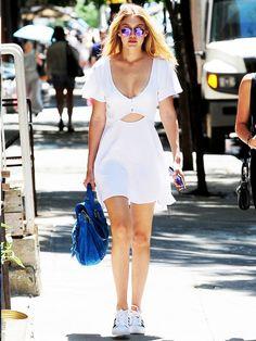 Leave It to Gigi Hadid hacer un vestido de la camiseta de mirar esto bueno