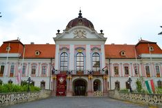 The main entrance to the royal palace of Gödöllő Hungary - Architecture and Historic Places - Buildings - Amazing Travel Photography and Sightseeing Destinations Sissi, Hotel Beau Rivage, Heart Of Europe, Austro Hungarian, Historical Monuments, Elisabeth, Facade House, House Facades, Memorial Park