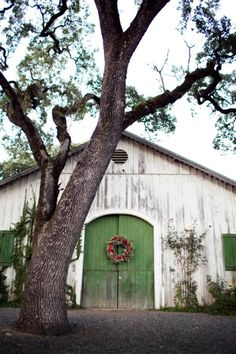 Old White Barn.with green door red Christmas wreath. Country Barns, Old Barns, Country Life, Country Living, Yule, Farm Barn, White Barn, Farms Living, Down On The Farm