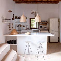 Une cuisine blanche authentique #cuisine #kitchen