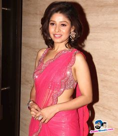 Promotion of Tanu Weds Manu Returns -- Sunidhi Chauhan Picture # 306129 Indian Attire, Indian Wear, Sunidhi Chauhan, Indian Heritage, Fancy Sarees, Beautiful Celebrities, Indian Beauty, Hair Style, Promotion