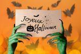 Puzzle photo avec bâtonnets en bois - Activités enfantines - 10 Doigts Pokeball Diy, Nursing Home Activities, Pot A Crayon, Alphabet Crafts, Halloween 10, Crafts For Kids, Crayons, Activities For Kids, Toilet Paper Rolls