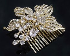 An elegant wedding hair comb, the Giulietta is adorned with luxurious pearls and has just a hint of sparkle thanks to tiny Swarovski crystals placed throughout. Side Chignon, Chignon Hair, Bridal Comb, Hair Comb Wedding, Elegant Wedding Hair, Wedding Day, Crystal Place, Touch Of Gold, Jewel Box
