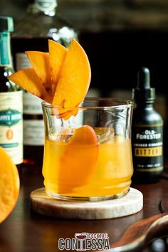 Hold up, you've never tried a Peach Old Fashioned cocktail? If you're a bourbon lover or a peach lover, this combination of ripe peach flavor, sweet bourbon, and a dash of bitters makes a gloriously refreshing summer tipple. And I've got two ways to get that peach flavor in it, and one doesn't require making your own simple syrup. (Sometimes summer days are best when they're lazy days).   @cocktailcontessa #craftcocktails #peachcocktails #peachcraftcocktails Bourbon Cocktails, Cocktail Drinks, Cocktail Recipes, Craft Cocktails, Holiday Cocktails, Whiskey Smash, Sweet Bourbon, Peach Puree, Ripe Peach