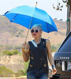 Gwen Stefani: Sun Blocking Umbrella at Underwood Family Farms!: Photo Gwen Stefani protects herself from the sun with a blue umbrella while heading to Underwood Family Farms on Saturday (July in Los Angeles.