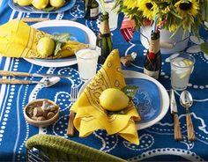 sommer tischdeko ideen blaue tischdecke gelbe servietten zitrone