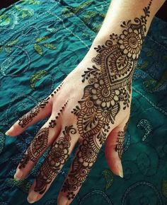 henna designs If you are trying to learn mehendi on your own then here are the best Arabic mehndi designs images & photos that you can use to learn and practice mehndi. Henna Hand Designs, Eid Mehndi Designs, Best Arabic Mehndi Designs, Mehndi Designs Finger, Indian Henna Designs, Mehndi Designs For Girls, Mehndi Designs For Beginners, Mehndi Patterns, Bridal Henna Designs