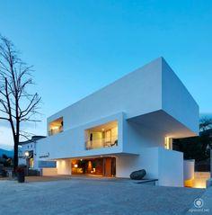Localizada em Brixen, na Itália, o Hotel Pupp foi projetado por Bergmeisterwolf Architekten.