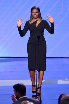 Former first lady Michelle Obama at the 2017 ESPYs in Los Angeles. Obama wore a black Cushnie et Ochs dress. The custom piece was modified from a look from the brand's fall 2017 ready-to-wear collection Michelle Obama Fashion, Barack And Michelle, Beauty And Fashion, Fashion Looks, Dame Chic, Barack Obama Family, Nice Dresses, Dresses For Work, Joe Biden