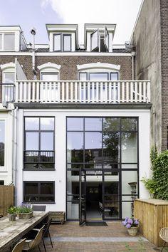 Exterior Paint Looks Like Stucco Sweet Home Design, Amsterdam Houses, Ideas Para Organizar, Dream House Exterior, House Extensions, Pent House, Exterior Design, Exterior Paint, Home Deco