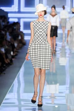 Christian Dior Spring 2012 Runway - Christian Dior Ready-To-Wear Collection - ELLE.