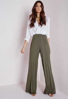 Go fun and floaty in wide leg pants from Missguided USA. Update your wardrobe for the new season and shop women's palazzo & loose fit pants here today. Wide Pants Outfit, Trouser Outfits, Casual Outfits, Work Fashion, Fashion Pants, Fashion Outfits, Fashion Styles, Estilo Jeans, Pants For Women