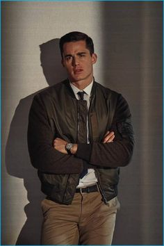 Pietro Boselli graces the pages of GQ Italia with a story that takes a cinematic slant on everyday style. Outfitted by stylist Nicolo Russian, Pietro channels the iconic looks of Tom Cruise in Top Gun Gentleman Mode, Gentleman Style, Men's Fashion, Fashion Moda, Autumn Fashion, Pietro Boselli, Mode Man, The Fashionisto, Italian Men