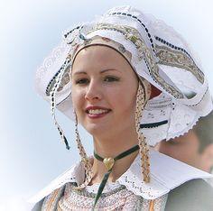 Cliquer pour fermer Folklore, Breizh Ma Bro, European Costumes, French Costume, Brittany France, Tartan Dress, Jolie Photo, Folk Costume, Christian Women