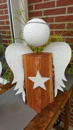 Holzscheit-Engel Christmas Signs, Outdoor Christmas, Christmas Angels, Christmas Art, Christmas Projects, All Things Christmas, Handmade Christmas, Christmas Decorations, Christmas Ornaments